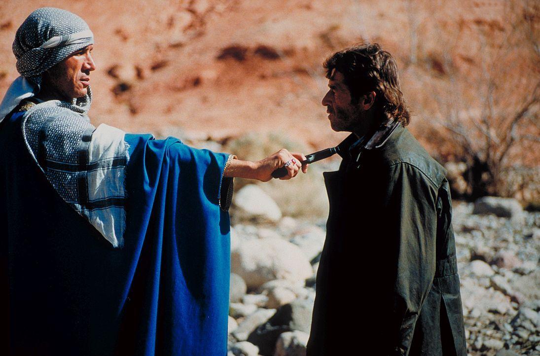 Der Eingeborene Mussaid und seine Stammeskrieger nehmen Marc (Peter Maffay) und die jungen Leute fest. Die Entführer fordern 10 Millionen Dollar Lös... - Bildquelle: Heiko von Tippelskirch ProSieben