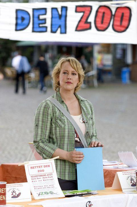 Sonjas (Floriane Daniel) großes Engagement hat sich gelohnt: Der Stadtrat will noch einmal über die Zukunft des Zoos abstimmen! - Bildquelle: Thomas Kost Sat.1