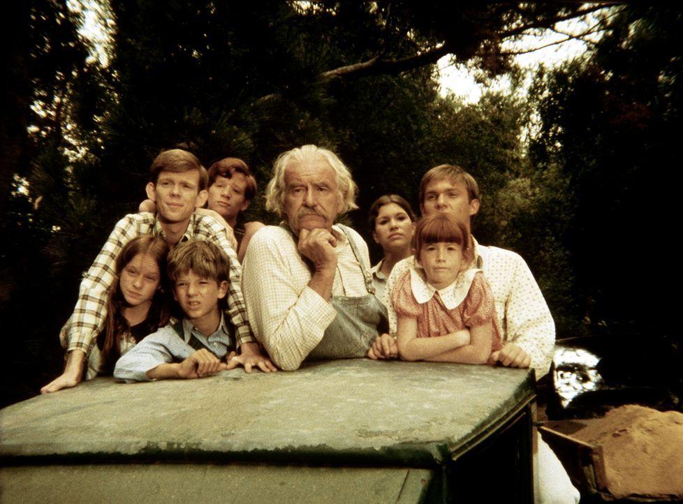 Die Waltons sind ihren Verwandten zu Hilfe geeilt, die von ihrem Land vertrieben werden sollen. - Bildquelle: WARNER BROS. INTERNATIONAL TELEVISION