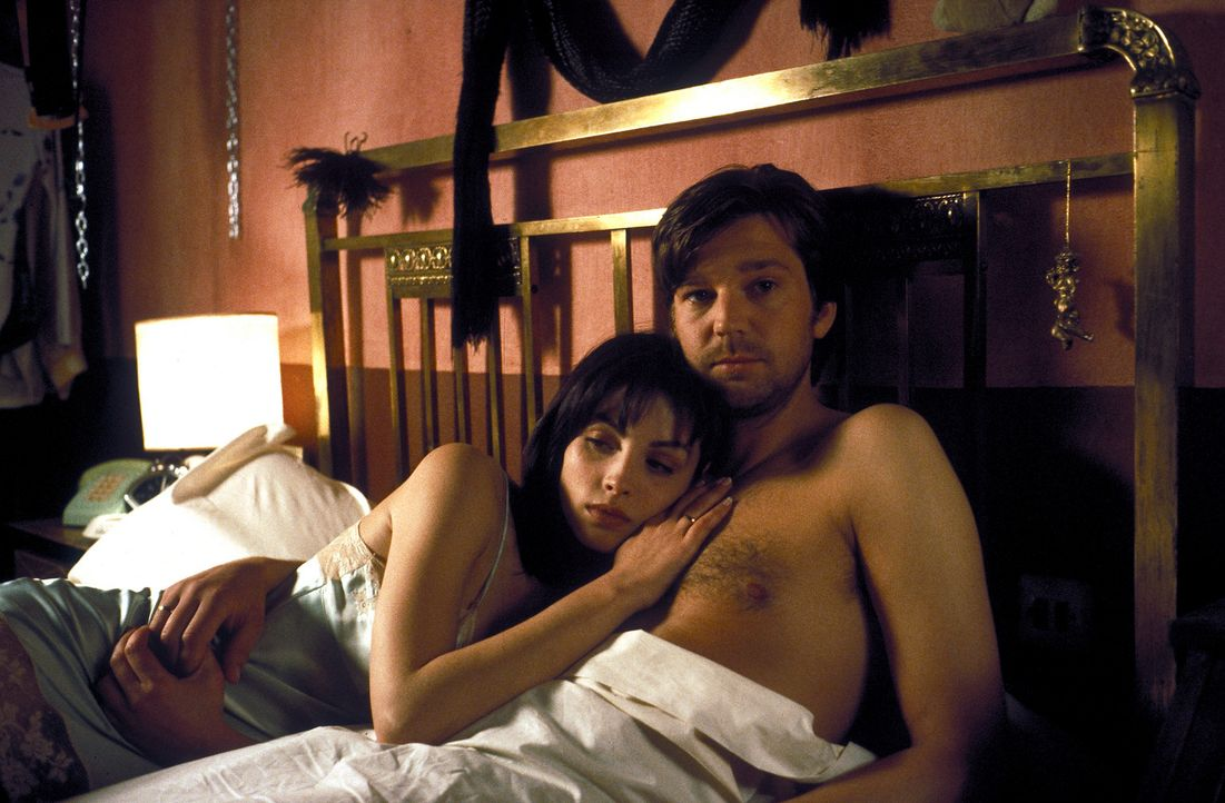 Für Christian (Kai Wiesinger, r.) ist Paloma (Ana Alvarez, l.) die Erfüllung aller seiner Träume. Doch die feurige Spanierin ist kein unbeschriebene... - Bildquelle: Hans-Joachim Pfeiffer ProSieben
