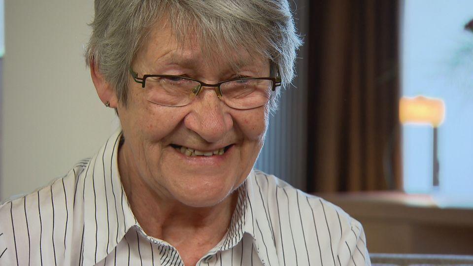 Die 69-jährige Sieglinde vermisst ihre Schwester Renate schmerzlich: Seit sich die Eltern 1954 scheiden ließen und Renate beim Vater blieb, hat Sieg... - Bildquelle: SAT.1