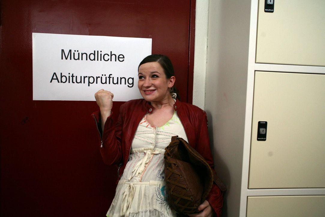 Abitur bestanden! Jetzt will sich Marla (Nina Gummich) voll auf ihren Traum, Musikjournalistin zu werden, konzentrieren. Da erhält sie die einmalige... - Bildquelle: Volker Roloff SAT.1