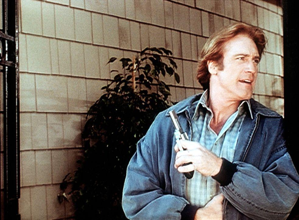 Steve (Barry Van Dyke) leitet die Fahndung nach einem Mörder, der den Mann seiner Schwester Carol umgebracht hat. - Bildquelle: Viacom