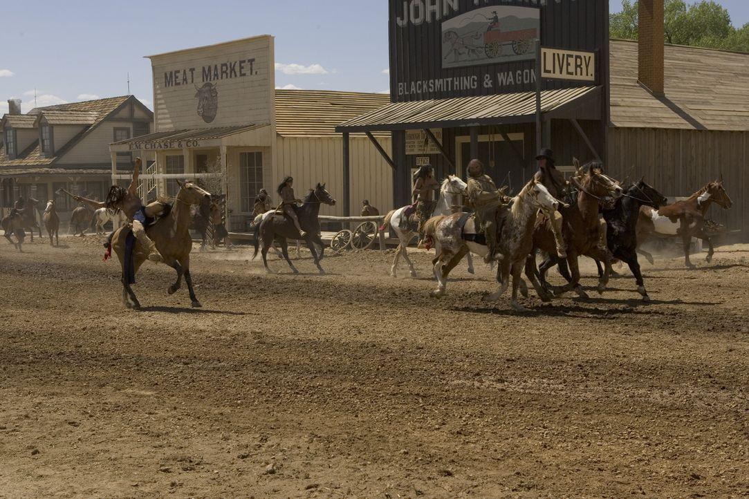 Die Komanchen greifen Austin an und sorgen durch ihren Überraschungsangriff für viele Tote und großes Chaos ... - Bildquelle: 2006 CBS Broadcasting Inc. All Rights Reserved.