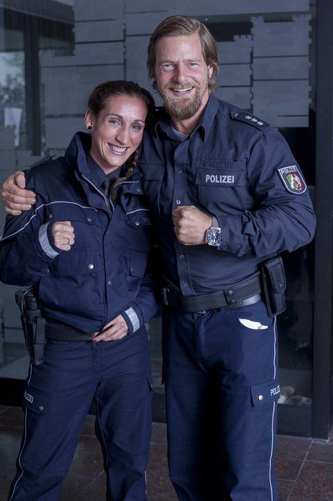 Mick (Henning Baum, r.) und seine neue Kollegin (Julia Irmen, l.) ... - Bildquelle: Martin Rottenkolber SAT.1 / Martin Rottenkolber