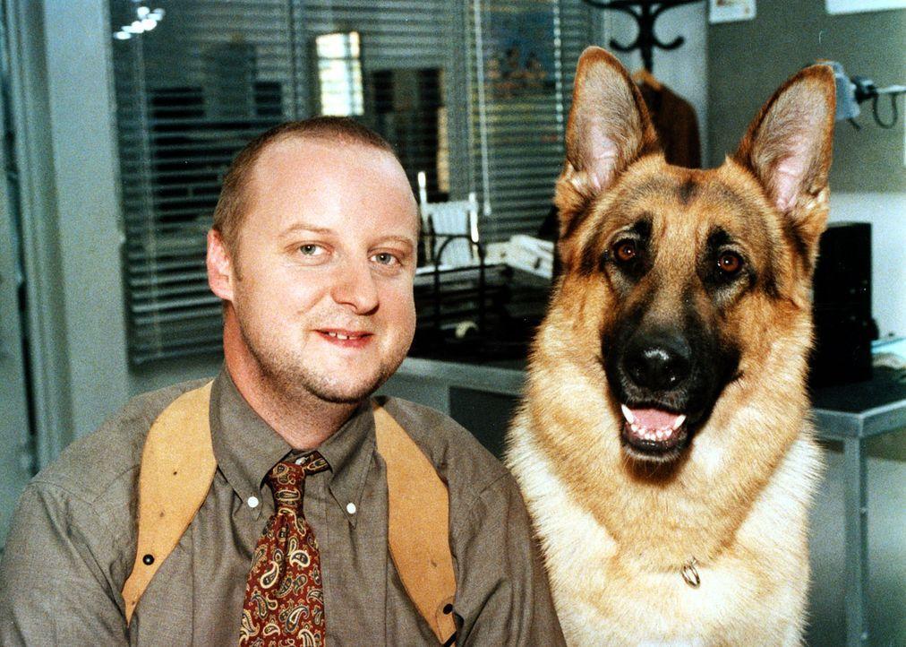 (5. - 7. Staffel) - Lieben Wurstsemmeln: Fritz Kunz (Martin Weinek) und Rex ... - Bildquelle: Ali Schafler Sat.1