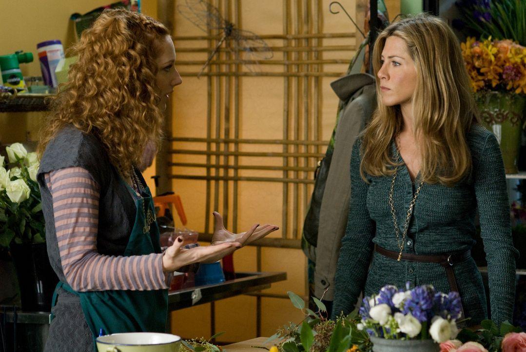 Die flippige Marty (Judy Greer, l.) merkt sofort, dass mit Eloise (Jennifer Aniston, r.) etwas nicht stimmt ... - Bildquelle: Universal Pictures