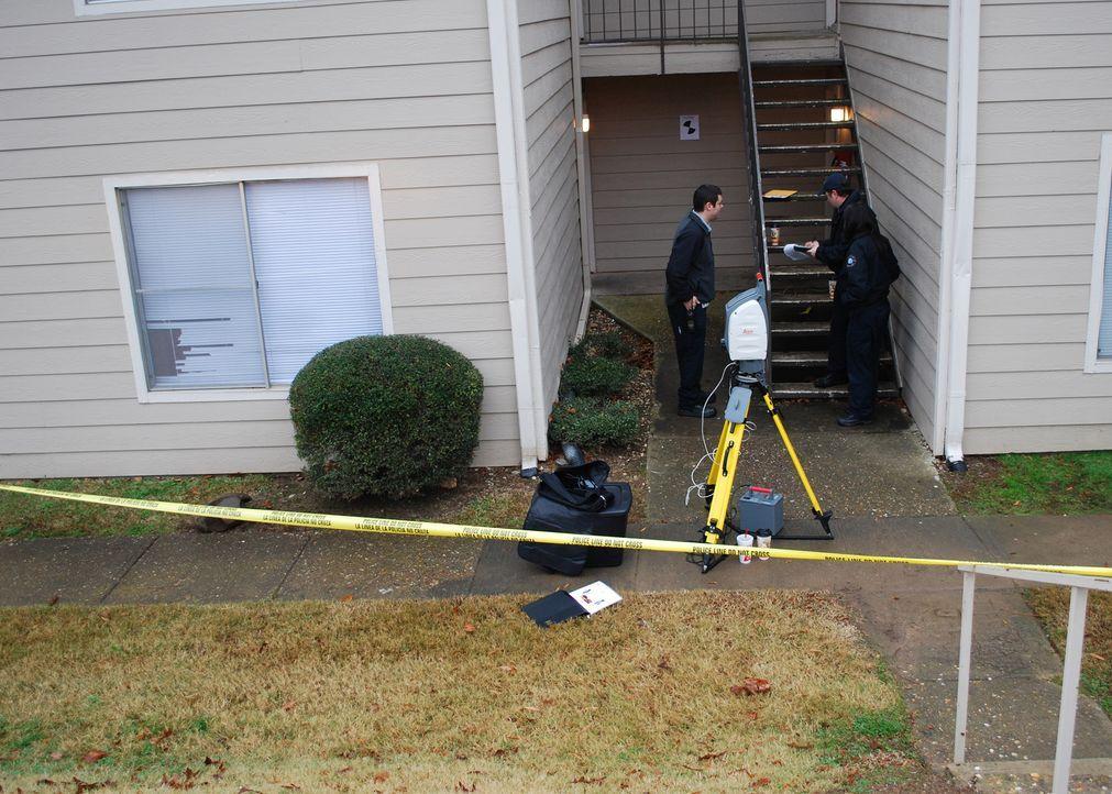 Ein Mann stirbt mit einer Schusswunde im Bauch vor seiner Wohnung. Wer ist der Täter? - Bildquelle: A&E Television Networks