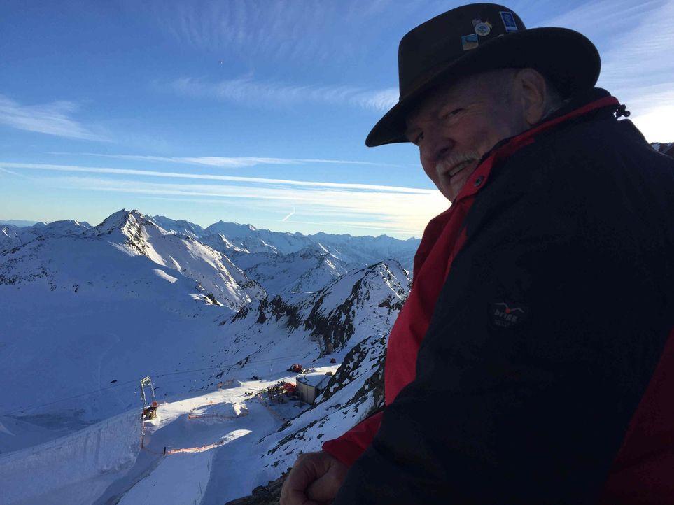 Auf nach Österreich: Tamme Hanken verlässt sein geliebtes Friesland und staunt über die Landschaft des Hintertuxer Gletschers ... - Bildquelle: kabel eins