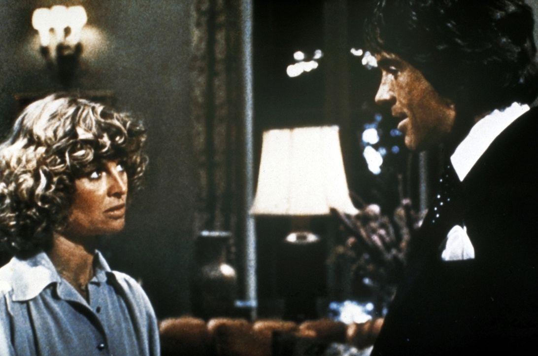 Joe Pendelton (Warren Beatty, r.) kehrt in dem Körper des reichen Leo Farnsworth auf die Erde zurück. Kurz darauf lernt er die junge, engagierte Eng... - Bildquelle: Paramount Pictures