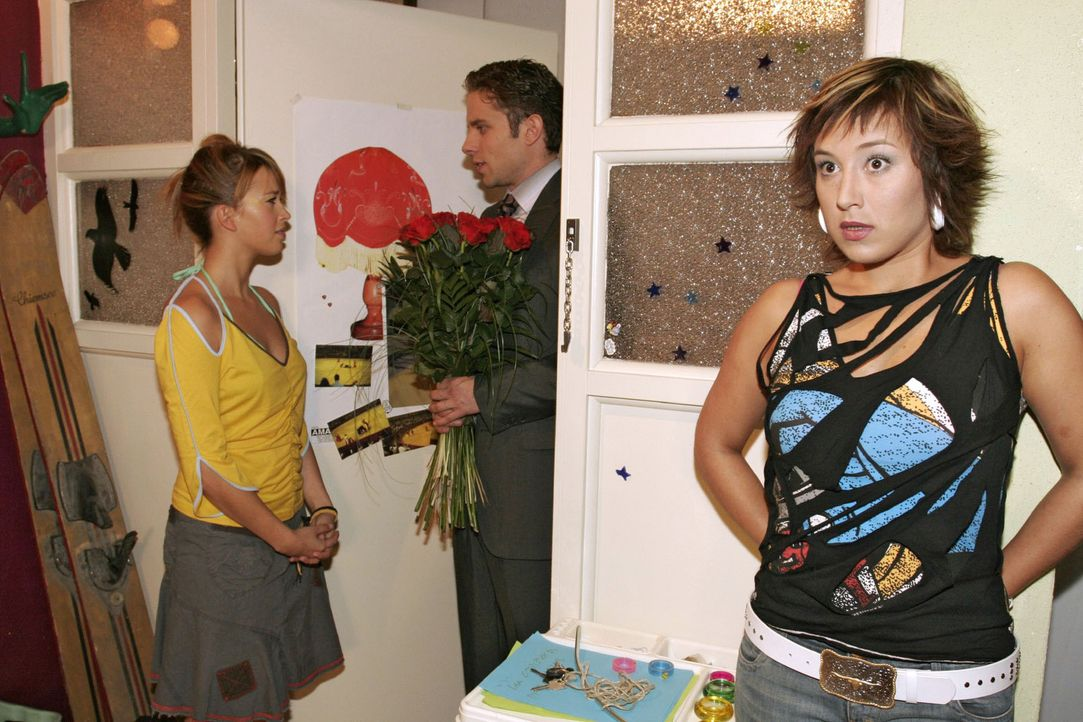 Max (Alexander Sternberg, M.) glaubt, einen Weg gefunden zu haben, wie er Yvonne (Bärbel Schleker, r.) von seiner Liebe zu ihr überzeugen kann. Doch... - Bildquelle: Noreen Flynn Sat.1