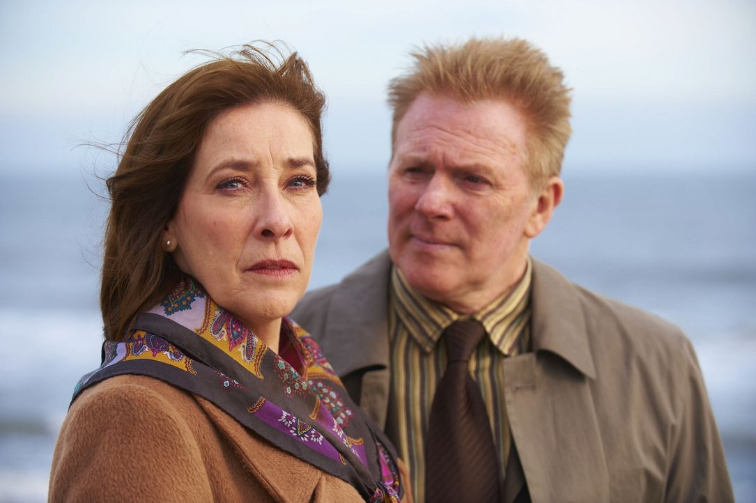 Shirley (Phyllis Logan, l.); Marty (John McArdle, r.) - Bildquelle: ITV Studios