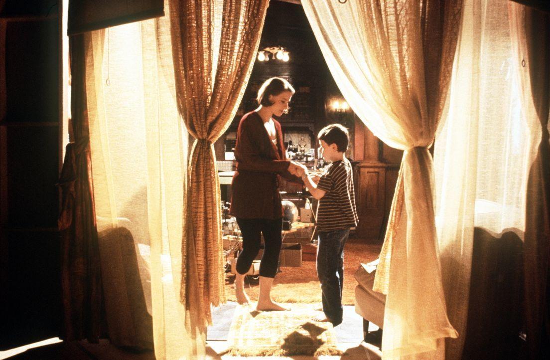 Dede (Jodie Foster, l.) liebt ihren kleinen Sohn Fred abgöttisch und will nur das Beste für ihn. Als sich herausstellt, dass er hochbegabt ist, stel... - Bildquelle: Orion Pictures Corporation