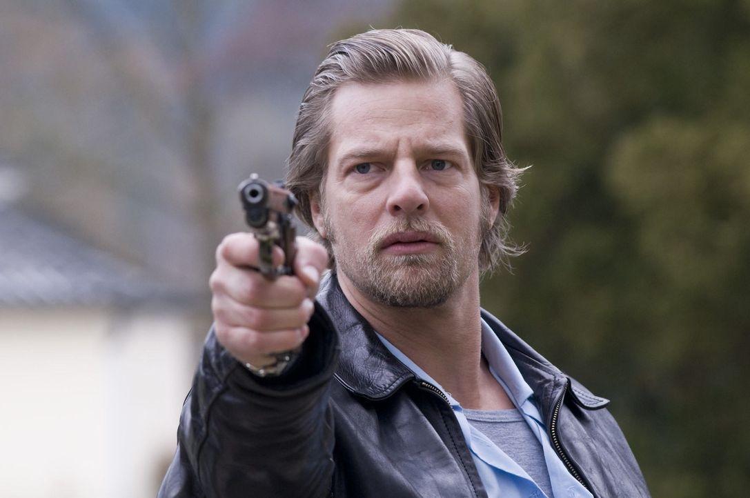Kann den Mörder stellen: Mick (Henning Baum) ... - Bildquelle: Martin Rottenkolber SAT.1