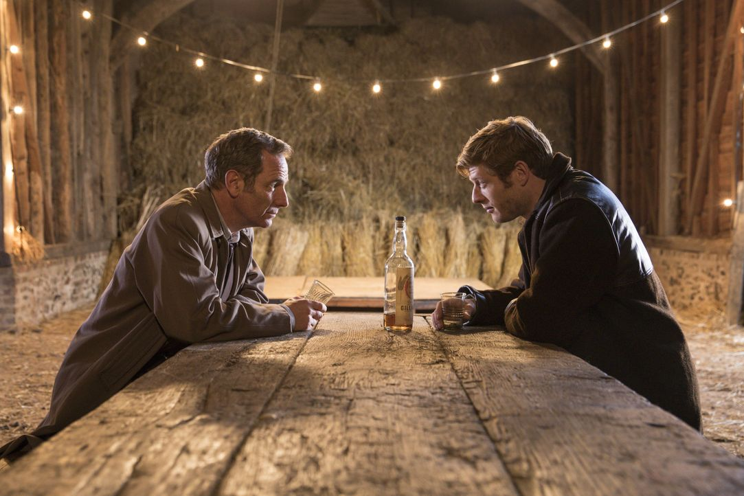 Geordie Keating (Robson Green, l.); Sidney Chambers (James Norton, r.) - Bildquelle: Colin Hutton KUDOS/ITV / Colin Hutton