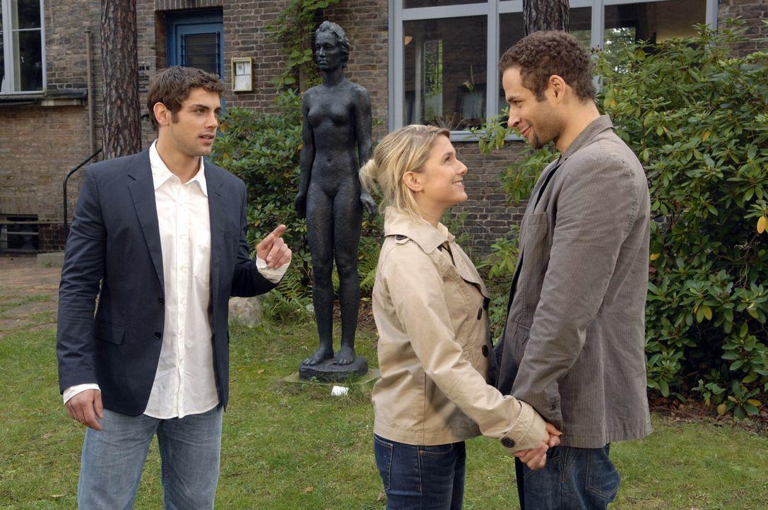 Auch vor Jonas (Roy Peter Link, l.) bekennt sich Anna (Jeanette Biedermann, M.) zu Jannick (Mike Adler, r.). - Bildquelle: Claudius Pflug Sat.1