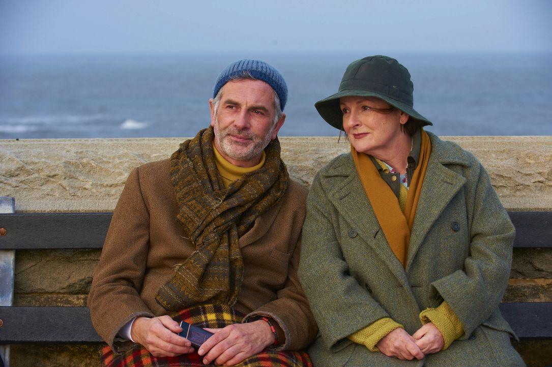 Guthrie (Sean Campion, l.); Vera (Brenda Blethyn, r.) - Bildquelle: ITV Studios