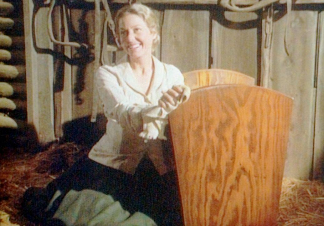 Für den baldigen Nachwuchs holt Caroline (Karen Grassle) die alte Wiege vom Dachboden. Charles hat sie für seine Töchter selbst gezimmert. - Bildquelle: Worldvision