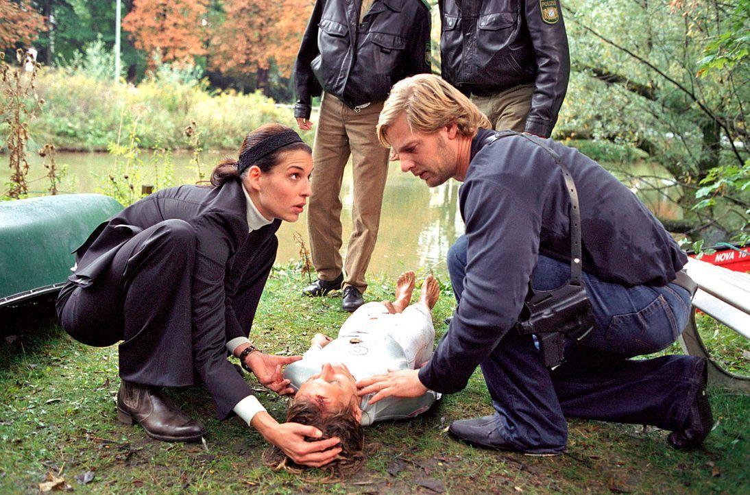 Nina (Elena Uhlig, l.) und Leo (Henning Baum, r.) können Anne Pachel (Nina Bagusat, M.) nur knapp vor dem Tod bewahren. - Bildquelle: Walter Wehner Sat.1