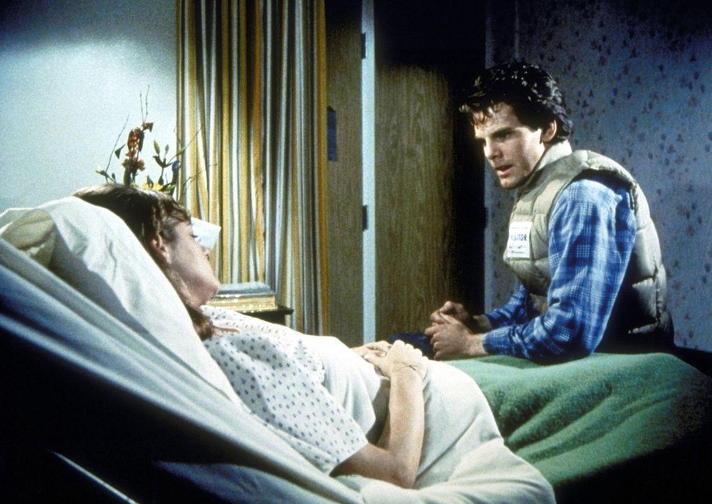 Gary (Patrick O'Bryan, r.) macht einen ersten Schritt zur Versöhnung und besucht Alice (Lorie Griffin, l.) in der Klinik. - Bildquelle: Worldvision Enterprises, Inc.