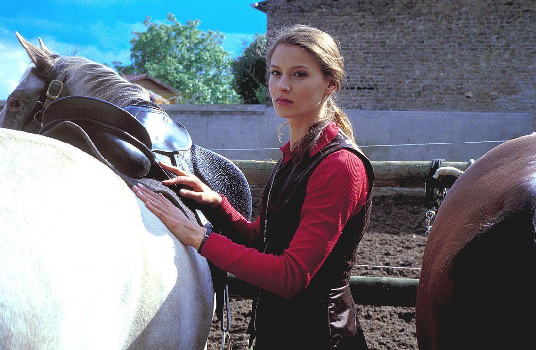 Isabel (Stefanie Schmid) plant eine Zukunft mit ihrem Chef. Doch versucht alles, um seine Ehe vor dem Aus zu retten ... - Bildquelle: Noreen Flynn