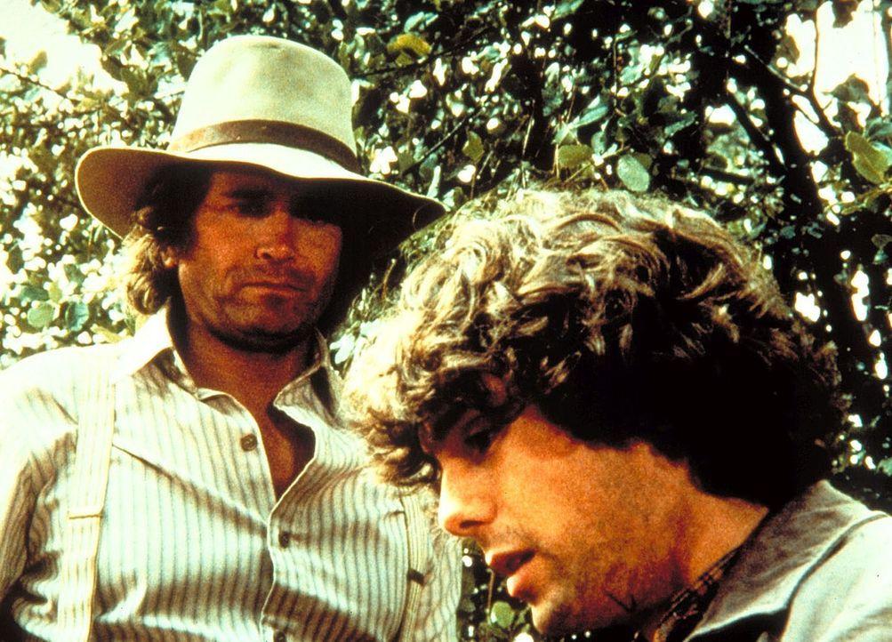 Charles (Michael Landon, l.) und Bobbie (Michael Mullins, r.) sind auf der Suche nach der jungen Mutter Anna. - Bildquelle: Worldvision