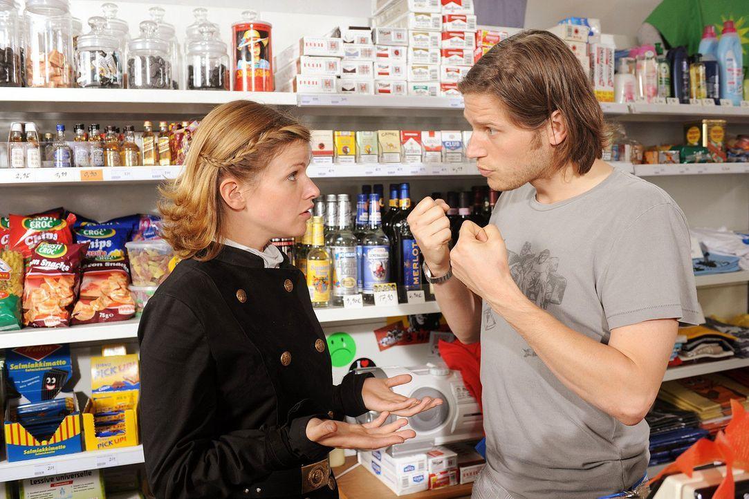 Lilly (Mira Bartuschek, l.) streitet sich mit ihrem Bruder Lukas (Sebastian Ströbel, r.). - Bildquelle: Aki Pfeiffer Sat.1
