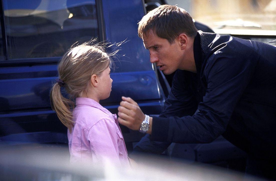 Nach der vereitelten Entführung wird Lars (Benno Fürmann, r.) klar, dass nicht nur sein eigenes Leben, sondern auch das seiner Tochter Emmylou (Maxi... - Bildquelle: Jeanne Degraa ProSieben