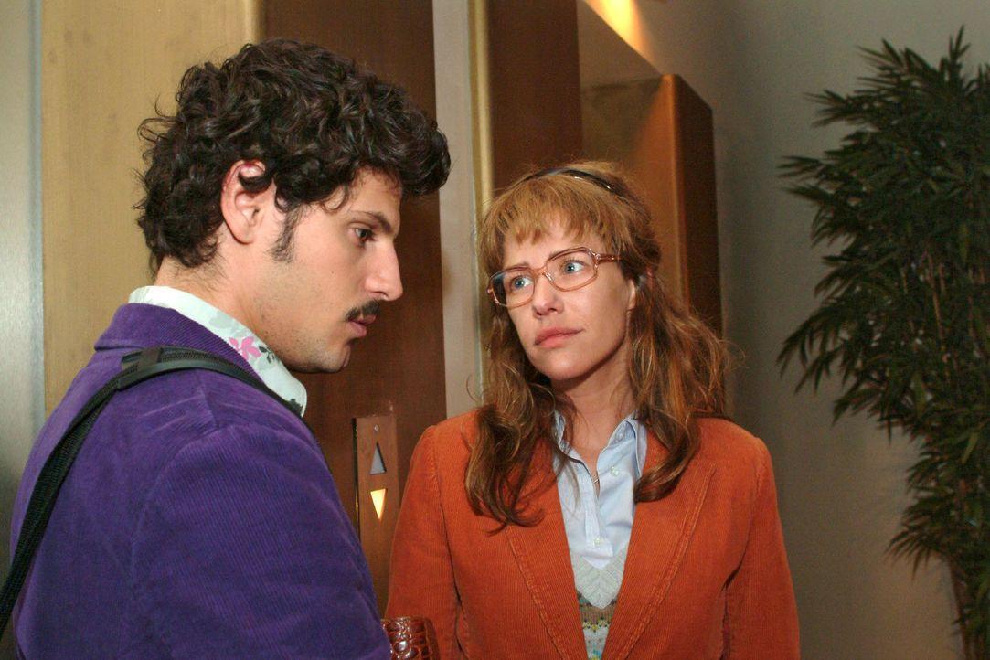 Als Rokko (Manuel Cortez, l.) bemerkt, dass sein Spott Lisas Gefühle verletzt, entschuldigt er sich bei ihr. (Dieses Foto von Alexandra Neldel darf... - Bildquelle: Monika Schürle Sat.1