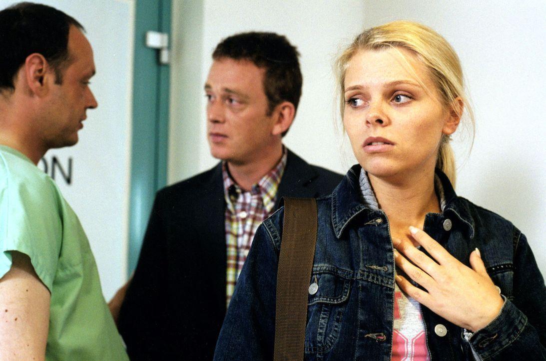 Die schwangere Natalie (Anne Sophie Briest, r.) glaubt, dass  sie von dem Junkie Peter HIV-infiziert wurde. - Bildquelle: Enderlein Sat.1