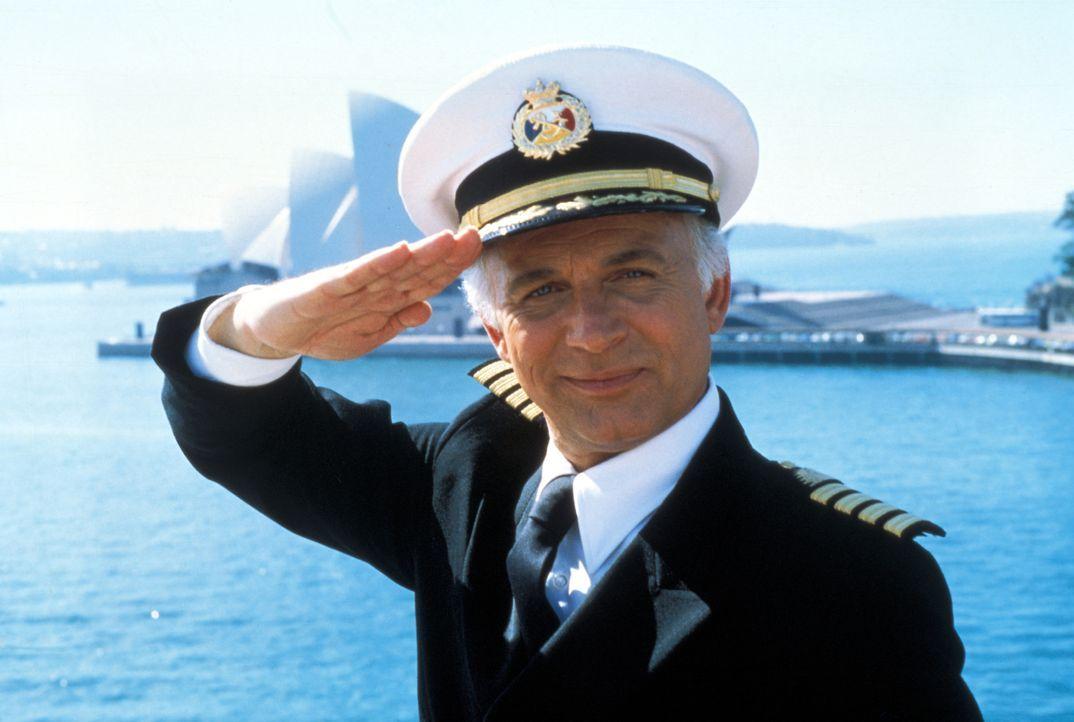 (5. Staffel) - Für die Gäste, wie auch die Besatzung um Kapitän Merill Stubing (Gavin MacLeod), ist der Aufenthalt auf der Pacific Princess immer ei... - Bildquelle: CBS Studios Inc. All Rights Reserved.