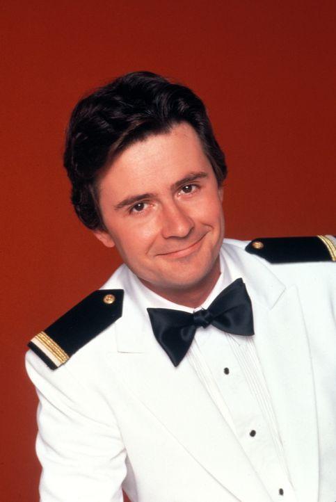 (3. Staffel) - Die Gäste sollen sich auf der Pacific Princess so wohl wie nur möglich fühlen. Steward 'Gopher' Smith (Fred Grandy) gibt dafür alles... - Bildquelle: CBS Studios Inc. All Rights Reserved.