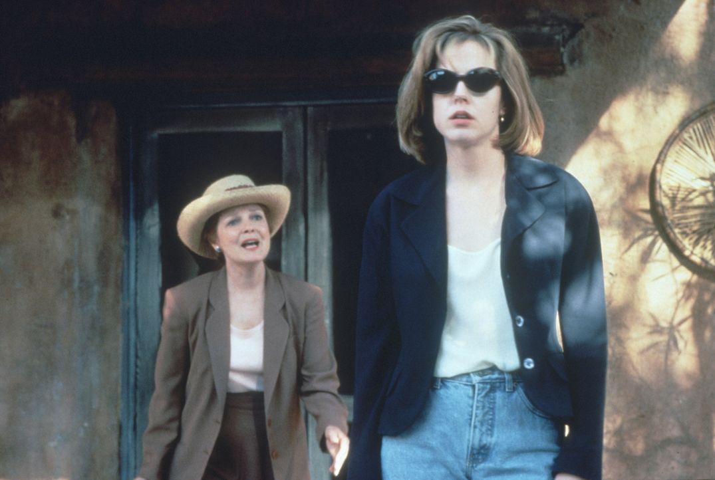 """Die alleinstehende Immobilienmaklerin Robin (Marie-Louise Parker, r.) hat nur einen Wunsch: Dem """"Big Apple"""" so schnell wie möglich und für immer den... - Bildquelle: Warner Bros."""
