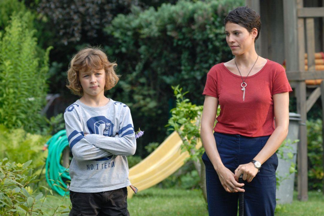 Hat Jan (Max Boekhoff, l.) in Lisa (Jasmin Gerat, r.) die richtige Frau für seinen Vater gefunden? - Bildquelle: Hardy Spitz SAT.1