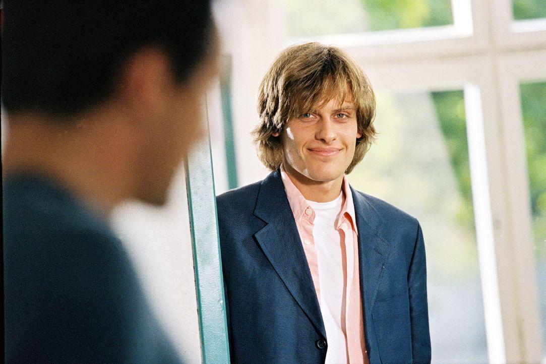 Tom Leuthner (Matthias Walter) tritt seine neue Stelle als Lehrer an. - Bildquelle: Erika Hauri Sat.1