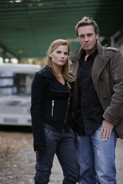 Wieder gemeinsam im Einsatz: Sandra Nitka (l.) und Christian Storm (r.) ... - Bildquelle: Holger Rauner Sat.1