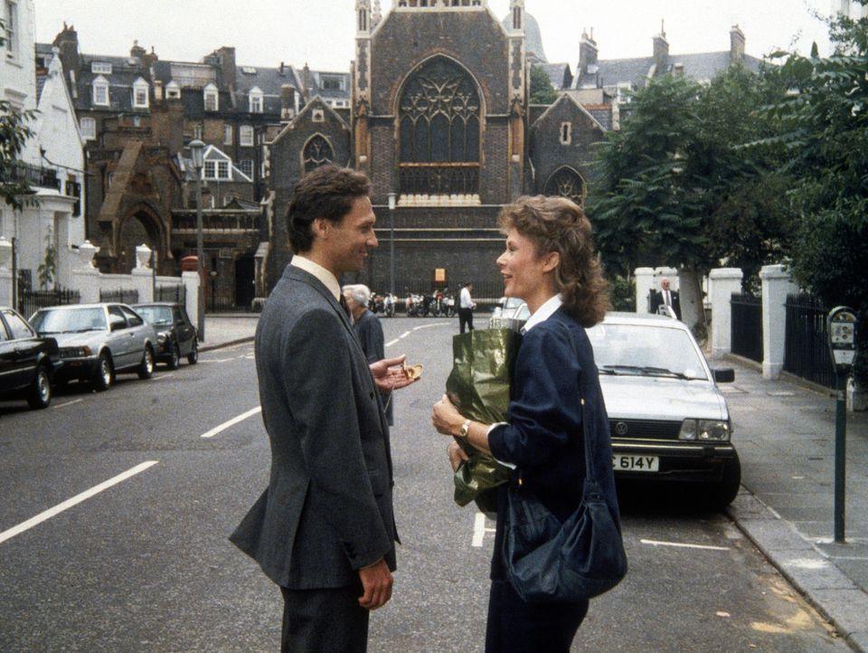 Conrad Barnhill (Stephen Davies, l.) setzt seine ehemalige Schulfreundin Amanda (Kate Jackson) unter Druck. - Bildquelle: CBS Television