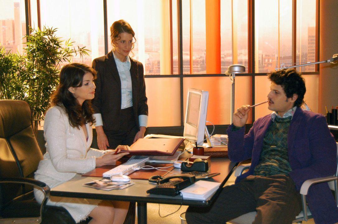 Mariella (Bianca Hein, l.) geht in ihrer Arbeit bei Kerima Moda auf. Auch Inka (Stefanie Höner, M.) und Rokko (Manuel Cortez, r.) sind erleichtert,... - Bildquelle: Sat.1