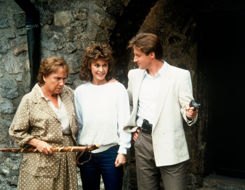 Emily Farnsworth (Jean Stapleton, l.), Amanda (Kate Jackson, M.) und Lee (Bruce Boxleitner) sind auf den Spuren britischer Landesverräter. - Bildquelle: CBS Television