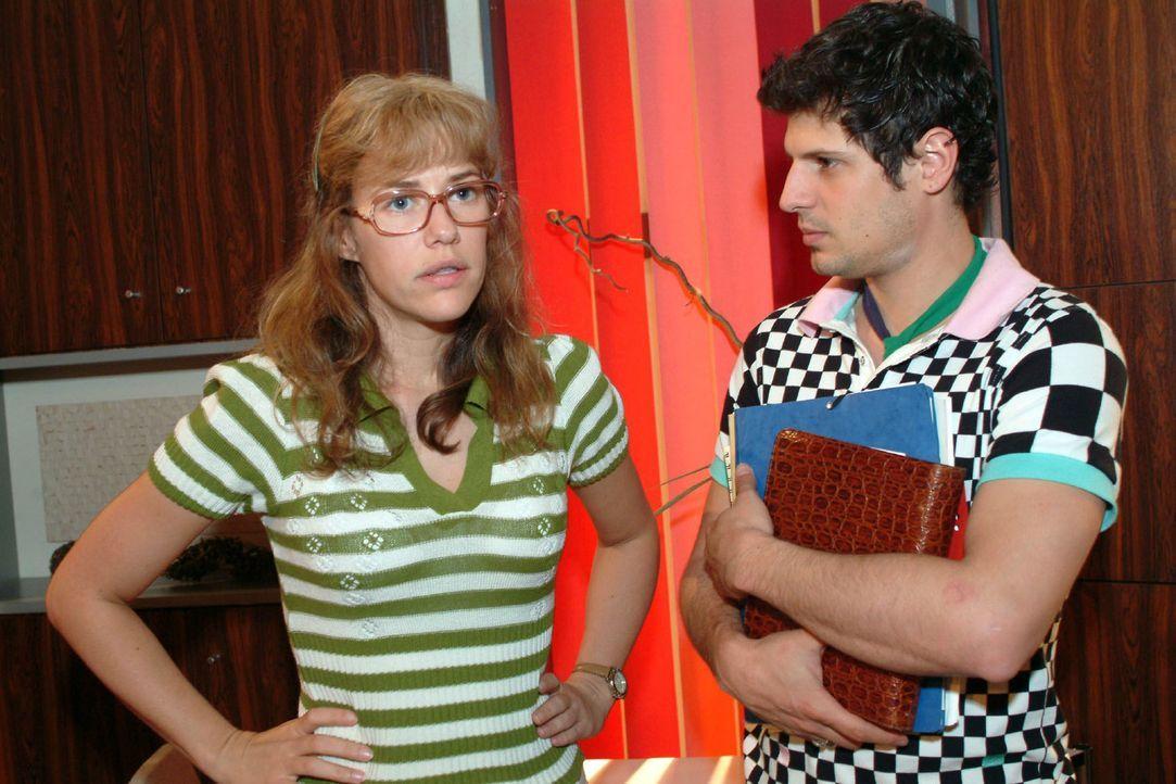 Lisa (Alexandra Neldel, l.) bemerkt, dass Rokko (Manuel Cortez, r.) mit der neuen Situation nicht gut klarkommt und sich offensichtlich zurückzieht.... - Bildquelle: Monika Schürle Sat.1