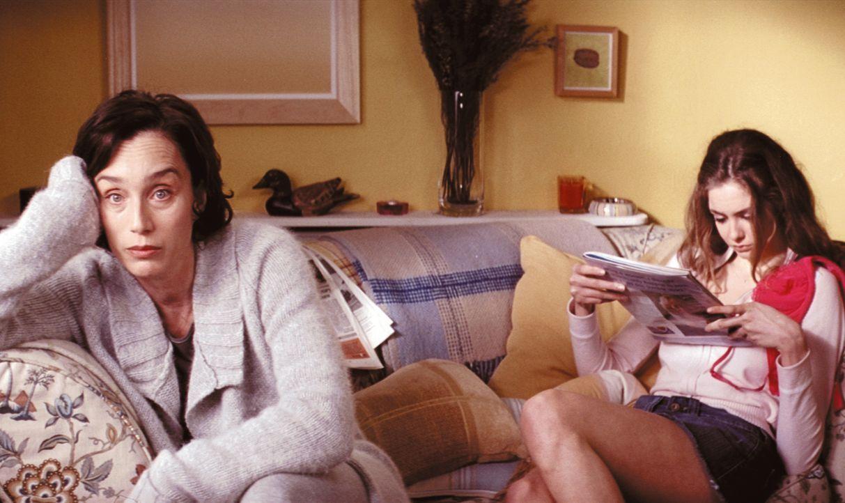 Schon seit langem langweilt sich Gloria Goodfellow (Kristin Scott Thomas, l.) als Hausfrau und träumt von den Sexabenteuern, die ihre 17-jährige Toc... - Bildquelle: Constantin Film