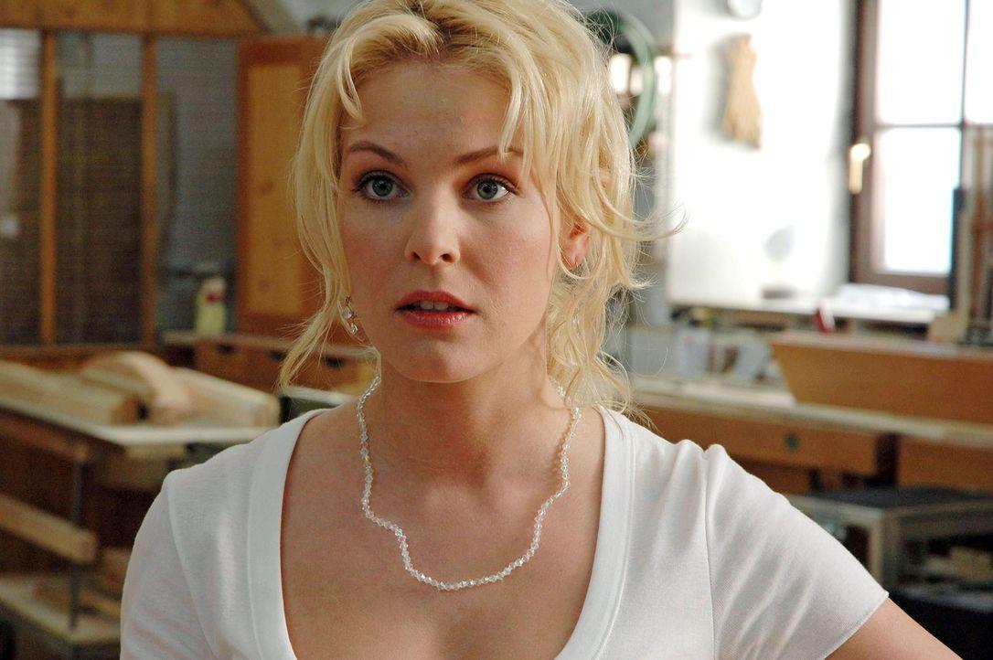 Die schüchterne Marie (Yvonne Schönherr) fühlt sich Jakob nicht gewachsen und bittet ihre schlagfertige Freundin Katharina um Hilfe: Sie soll ihr be... - Bildquelle: Kerstin Stelter Sat.1