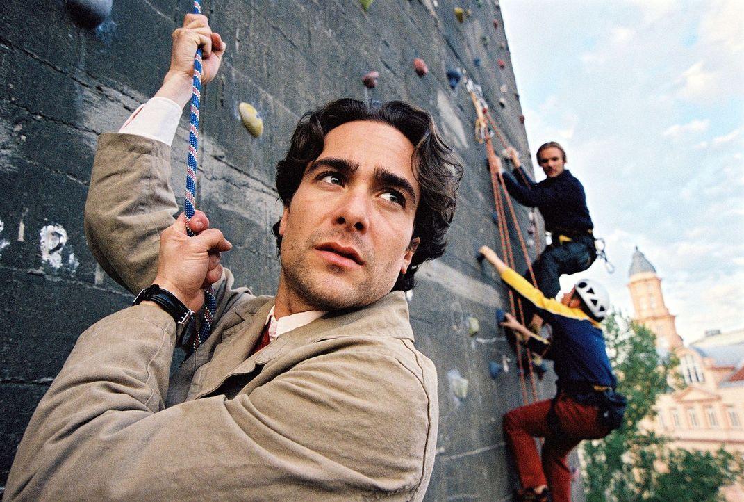 Marc (Alexander Pschill) versucht sich im Freeclimben ... - Bildquelle: Ali Schafler Sat.1