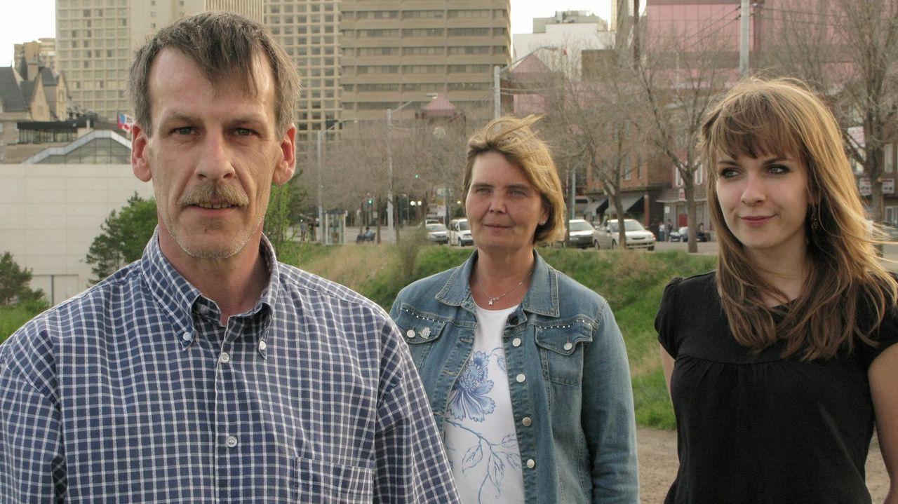 Michael (l.) und Sylvia (M.) Burger wagen mit ihrer Tochter Julia (r.) einen Neuanfang in Kanada ... - Bildquelle: kabel eins