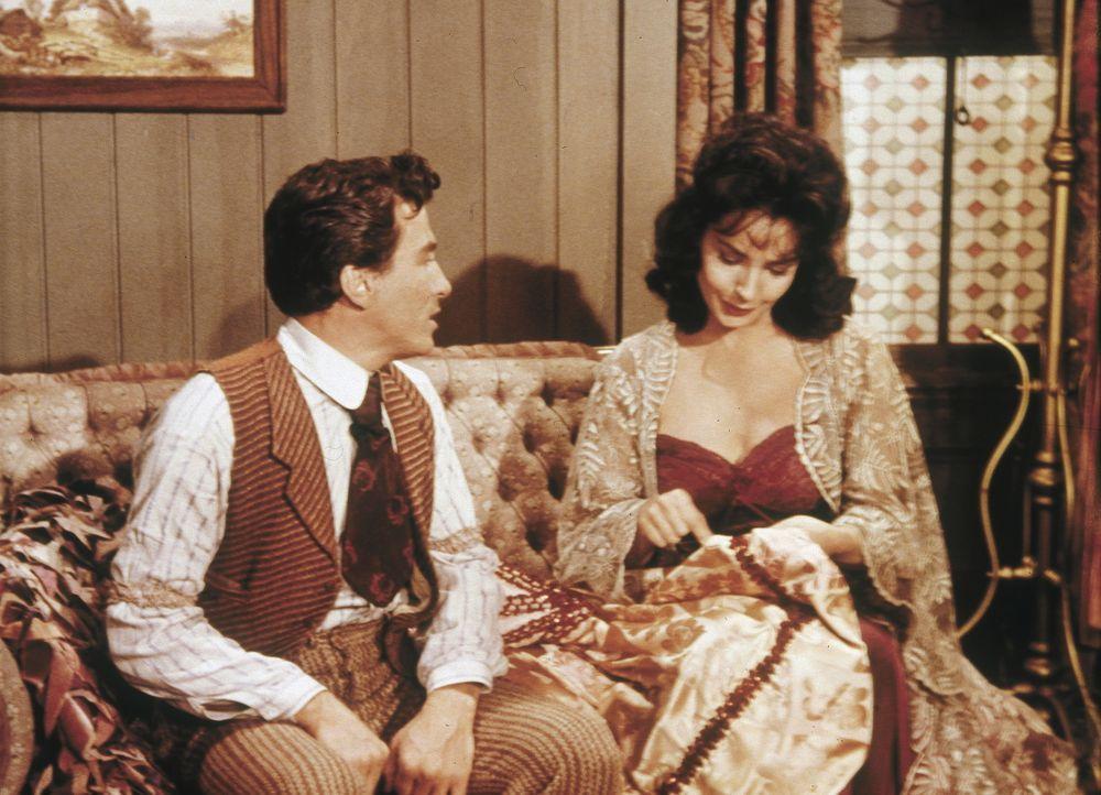 Als sich der kleine Aufschneider Whizzer McGee (George Brenlin, l.) in das Saloongirl Melissa (Jeanne Bal, r.) verliebt, gerät sein Leben endgültig... - Bildquelle: Paramount Pictures