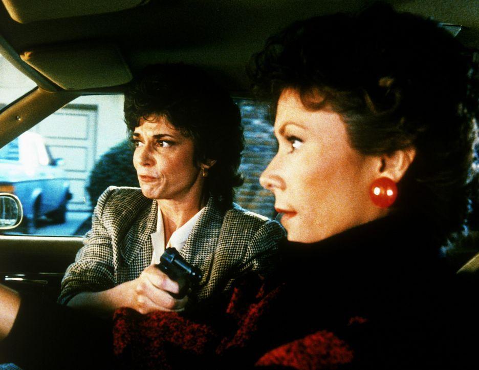 Amanda (Kate Jackson, r.) ist in der Gewalt der Lobbyistin Rita Holden (Tricia O'Neil), die auch vor ungewöhnlichen Mitteln nicht zurückschreckt, um...