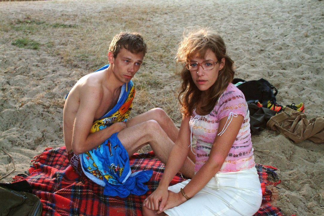 Lisa (Alexandra Neldel, r.) redet sich die Nacht mit Jürgen (Oliver Bokern, l.) schön. (Dieses Foto von Alexandra Neldel darf nur in Zusammenhang mi... - Bildquelle: Monika Schürle Sat.1