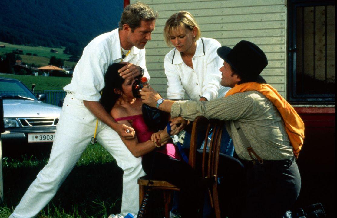 (v.l.n.r.) Dr. Justus Hallstein (Harald Krassnitzer); Aurelia Zampolli (Birgit Stauber); Christl Wild (Michaela Heigenhauser); Rudolf Zampolli (Augu... - Bildquelle: Beta Film GmbH