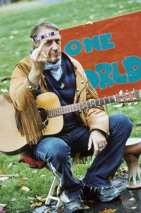 Love, peace und happiness kennzeichnen das Leben des Alt-Hippies Herby (Rainer Schöne). Seiner erfolgreichen Tochter ist der ausgeflippte Vater ein... - Bildquelle: Krause-Burberg ProSieben