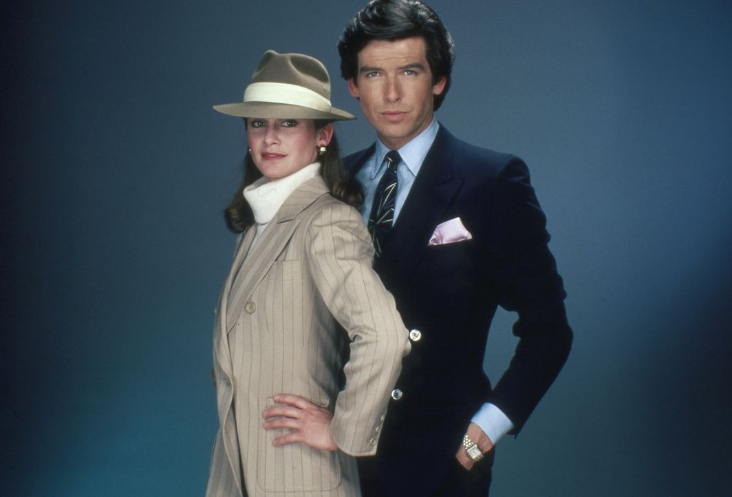 (3.Staffel) -  Laura (Stephanie Zimbalist, l.) will sich nie vollends auf Remington (Pierce Brosnan, r.) einlassen. Doch ein Vorfall bringt Laura da... - Bildquelle: Motion Picture   1985-1986 MTM PRODUCTIONS.    2001 Twentieth Century Fox Film Corporation. All rights reserved.
